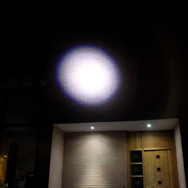 Linterna LED CREE FL06 recargable